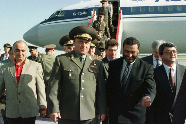 Нам эта территория без армян не нужна! Первый министр обороны России, Павел Грачев. Немного О